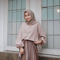 Combination Tricks Hijab Vintage For Women Hijab Style Dress, Modest Fashion Hijab, Modern Hijab Fashion, Muslim Women Fashion, Casual Hijab Outfit, Hijab Fashion Inspiration, Islamic Fashion, Hijab Chic, Women's Fashion Dresses