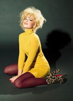 - inspiration for - Ellen von Unwerth, pose,light,retro Ellen Von Unwerth, 70s Mode, Retro Mode, Vintage Mode, Look Fashion, Fashion Models, Fashion Tips, Fashion History, 90s Fashion