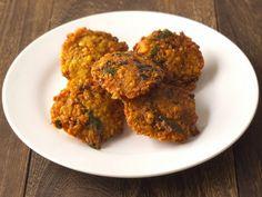 Découvrez une recette de boulettes de pois chiches, cuites dans une bain de friture, facile à faire, aux saveurs épicées et parfumées.