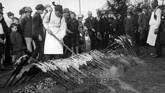 Oktoberfest, 1921 Timeline Classics/Timeline Images #Wiesn #Stecklfisch #Volksfest #Essen #Food