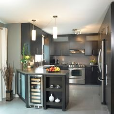 Making the most of a small kitchen space New Kitchen, Kitchen Dining, Kitchen Decor, Sweet Home, U Shaped Kitchen, Cuisines Design, Kitchen Colors, Interior Design Kitchen, Home Kitchens