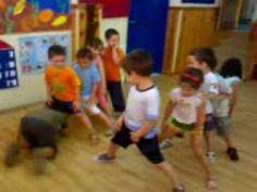 Οδηγίες θα δείτε και θα ακούσετε μέσω του βίντεο. Kids Gym, Little Games, Language School, Learning Activities, English Language, Basketball Court, Play, Easter, Youtube