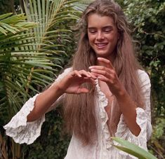http://www.studded-hearts.com/wp-content/uploads/2014/06/Brooke-Shields-80s-blue-lagoon-3.jpg