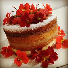 Naked Cake com Flores Comestíveis Bolo Pelado com Flores Comestíveis