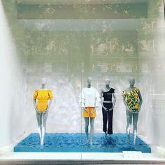 "H&M HENNES&MAURITZ, Boulevard Haussmann, Paris, France, ""Splish Splash...They felt the water at there feet"", photo by The Windowlover, pinned by Ton van der Veer"