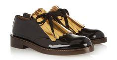 Flatjes populair op de catwalk. Musthave 2014: Flatjes populair op de catwalk. Platte schoenen zijn helemaal hot: ballerina's, loafers, sneakers.