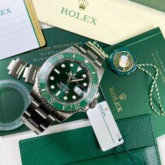 Burberry Men, Gucci Men, Cool Watches, Rolex Watches, Rolex Submariner Green, Omega Aqua Terra, Rolex Women, Hand Watch, Rolex Daytona