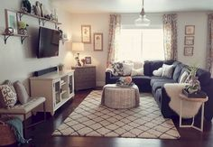 Best small apartment living room layout ideas 28 - Home Decorations Small Apartment Living, Small Living Rooms, Home Living Room, Living Room Designs, Living Room Decor, Small Living Room Layout, Cozy Living, Small Living Room Ideas With Tv, Small Apartment Layout