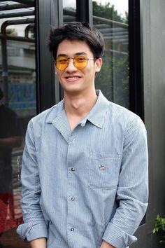 "n) Someone who hides pain behind a smile° . ""who hurt you?"" ""m… # Fiksi penggemar # amreading # books # wattpad Cute Asian Guys, Hot Asian Men, Asian Boys, Man Photography, Thai Drama, Cute Actors, Asian Actors, Celebs, Celebrities"