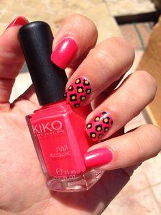 Pretty Little Nails: Nail art anni '70 con il Kiko 488 Camelia Dorato P...
