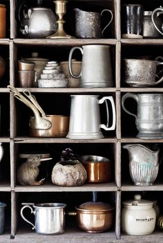 Everyday Cooking Advice You Can Rely On. People tend to enjoy it even more when the food is delicious and presented well. Vintage Cutlery, Vintage Plates, Vintage Tea, Vintage Baking, Vintage Kitchen, Food Photography Props, Ceramic Tableware, Kitchenware, Cocinas Kitchen