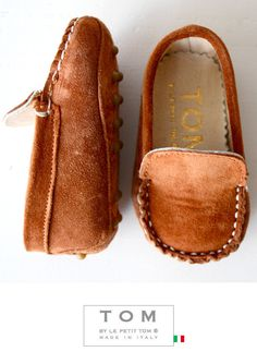 TOM by Le Petit Tom ® BABY MOCCASIN BROWN Suede + leather lining. Exclusieve Italiaanse donkerbruine babyschoentjes voor jongetjes van zacht suede leer en leer gevoerd. Rubberen nopjes onder de zool. Handmade in Italy    Moccasins are stylish and decadent, always in fashion but most important; Tom's mocs are amazingly comfortable!
