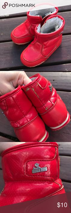 Red Unisex Rubber Ducks Snow Boots Used but still has some wear in them. Rubber Ducks boots in size 6. If you have any questions please comment below. Rubber Ducks Shoes Rain & Snow Boots