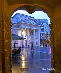 Piazza della Borsa vista dalla portizza  Triesteraccontatrieste