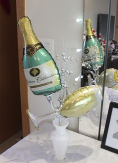 decoracao de ano novo com baloes personalizados Champagne Balloons, Champagne Party, The Kat, Nouvel An, New Years Eve, Celebrity Weddings, Decoration, Vodka Bottle, Centerpieces
