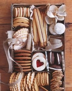 line a pretty box with foil and use store bought or homemade  cookies...will also work for co-workers or men....even the dreaded in-laws Cookie Gifts, Food Gifts, Diy Gifts, Unique Gifts, Cookie Gift Boxes, Cookie Ideas, Homemade Gifts, Holiday Baking, Christmas Baking