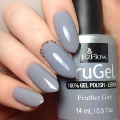 #ManiMonday : The Be the this free fall with the Feather Grey, a cool Grey crème from the Visions collection. The Swatch by @glitter.polish.nails. #ezflowvisions#trugel