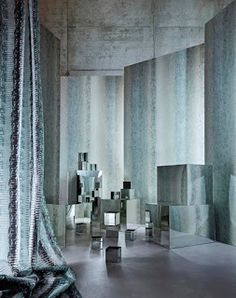 The Anthology design studio uses innovative techniques to create stunning effects throughout the collections. Sabkha features salt which disperses into the inks to create a crystallised look. Striped Wallpaper, Dark Wallpaper, Beautiful Wallpaper, Luxury Interior, Interior Design, Dark Color Palette, Interior Stylist, Stylists, Room