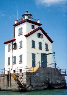 Lorain West Breakwater Lighthouse, OH; built in 1917
