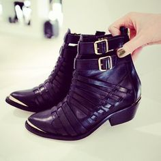Loving the detail on these boots, think we might just have to have them. #topshopla #laloving