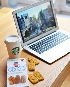 #Cosy day  #blogger #now #home #weekend #love #autumn #fall #october #blog #amsterdam #netherlands #holland #cute #house #biscuits #sweet #sweettooth #coffee #starbucks #apple #air #cocooning #lazy by bloglauraoupas #startups #tech #gadgets #apps #startuplife #ListHunt