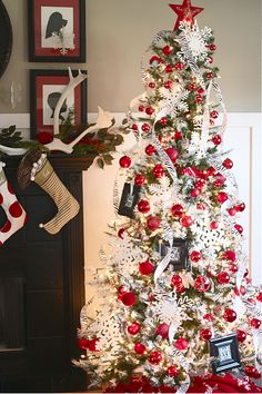 Lots of Christmas Tree inspiration via Honey We're Home