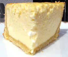 Hohe Käsetorte (mit 1.200g Magerquark + 125 ml Sahne..., Kuchen am Rand nach 20 min einschneiden, ggf. nach 40 Min, wiederholen. Backzeit ca 60 min. Puristisch OHNE Zitrone!)