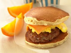 Sausage-Cheese Pancake Sandwiches Breakfast on the run? Stack and wrap pancake sandwiches for a satisfying morning start. Good Food, Yummy Food, Tasty, Yummy Eats, Breakfast Sausage Recipes, Pancake Breakfast, Pancake Sausage, Breakfast Burger, Veggie Sausage