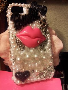Pink Lips Iphone 4/4s cell phone case. Bling it on Home to me, Baby!  So Cool.
