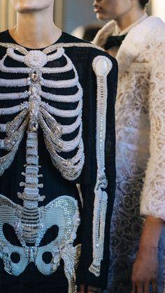 🌞 This Ivy House 🌔 - lesliaisonsdemarieantoinette: Backstage Thom. Fashion Week, Fashion Art, Paris Fashion, High Fashion, Fashion Design, Mode Halloween, Halloween Costumes, Skeleton Costumes, Halloween Inspo