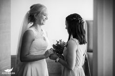 Hochzeit Wolfgangsee und Laimer Urschlag - Lisa & Chris - Foto Sulzer Blog One Shoulder Wedding Dress, Lisa, Wedding Dresses, Blog, Fashion, Pictures, Engagement, Dress Wedding, Couple