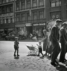 Berlin, c.1930s / Photo by Roman Vishniac.