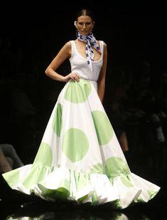 Desfile de Pedro Béjar, «La versión de Manuela», en Simof 2016. Raúl Doblado Maxi Skirts, Look, Lady Like, Dance Clothing, Baby Buggy, Ruffles