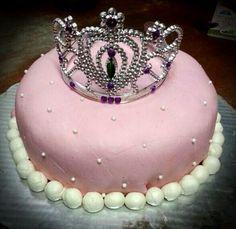 Nuevas Tendencias en Decoración de Tortas: Tortas para Cumpleaños de 15 con Corona. Cupcake Cakes, Princess Cakes, Birthday Cake, Baby Shower, Sweet, Desserts, Cake, Corona Cake, Cakes With Fondant