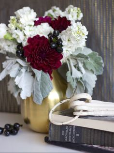This Breathtaking Marsala DIY Centerpiece mingles marsala, creamy white, and deep black for an extraordinary piece!