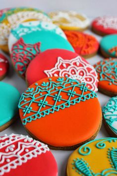 Sangeet Mehendi Henna Cookies - Contact Hyderabad Cupcakes to order! Fancy Cookies, Iced Cookies, Cute Cookies, Royal Icing Cookies, Cookies Et Biscuits, Cupcake Cookies, Sugar Cookie Icing, Owl Cookies, Summer Cookies