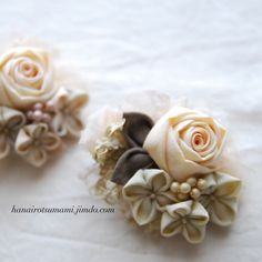 Pin by Asako Satake on つまみ細工 Fake Flowers, Diy Flowers, Crochet Flowers, Fabric Roses, Kanzashi Flowers, Japanese Flowers, Ribbon Art, Baby Girl Headbands, Ribbon Embroidery
