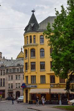 Cat House - Riga, Latvia - The history of this Old Town landmark is quite an entertaining tale!