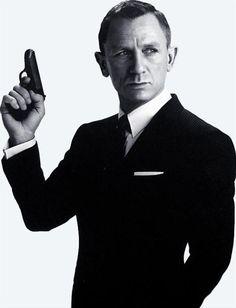 Daniel Craig as James Bond featured in Empire Magazine-yummy :) Daniel Craig James Bond, James Bond Party, James Bond Movies, Rachel Weisz, London Underground, Estilo James Bond, Daniel Graig, Best Bond, Kid Poses