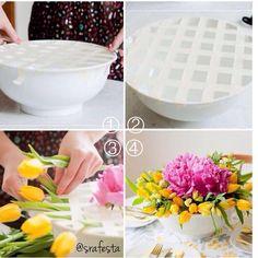 Adorei essa dica, para ajudar na Decor!!! Linhas de fita adesiva, para colocar as flores de maneira bem organizada. Super fácil para colocarem a mão na massa!!! #srafesta #dicasrafesta
