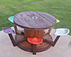 Cable Spool & Tractor Seats! This is genius & an awesome alternative to a traditional picnic table. Wood Spool Tables, Cable Spool Tables, Indoor Picnic, Tractor Seats, Wine Table, Picnic Table, Wood Pallets, Outdoor Tables, Outdoor Ideas