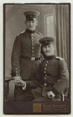 Vintage Couples, Cute Gay Couples, Vintage Men, Weird Vintage, Vintage Sailor, Berlin Museum, Vampire Stories, War Photography, Men In Uniform