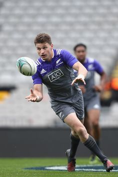 Beauden Barrett Photos Photos - Beauden Barrett of the All Blacks passes during a New Zealand All Blacks training session on October 20, 2016 in Auckland, New Zealand. - New Zealand All Blacks Training Session