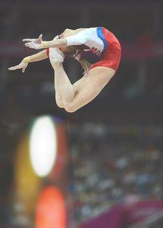 Viktoria  Komova's amazing sheep jump