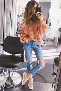 Boyfriend jeans remind us of the times when we run out to the shop wearing a borrowed pair of jeans in the morning after spending the night with our honey. How to choose it and what to match it with? We will answer these questions in this post. #fashion #style #jeans