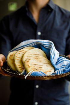 Hjemmelaget pitabrød Pancakes, Istanbul, Breakfast, Ethnic Recipes, Easter, Morning Coffee, Easter Activities, Pancake, Crepes