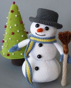 Crochet Pattern Snowman with Christmas tree- Häkelanleitung Schneemann mit Tannenbaum Sweet Amigurumis for the Christmas season – Instructions via Makerist. Crochet Christmas Decorations, Christmas Knitting Patterns, Holiday Crochet, Christmas Tree Ornaments, Christmas Crafts, Crochet Crafts, Crochet Toys, Crochet Baby, Crochet Projects