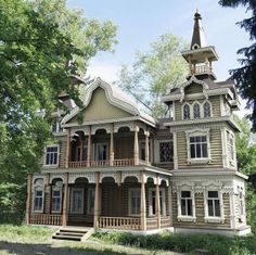 Victorian house with tower. I love this house Wooden Architecture, Victorian Architecture, Beautiful Architecture, Beautiful Buildings, Beautiful Homes, Russian Architecture, Victorian Style Homes, Victorian Houses, Victorian Era