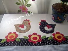 I want to make this as a curtain valance for my kitchen! Chicken Crafts, Chicken Art, Applique Towels, Applique Quilts, Sewing Crafts, Sewing Projects, Quilting, Swedish Weaving, Towel Crafts