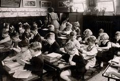 school days in 1930 | Classroom scene in Walsgrave Colliery School near Coventry in 1952